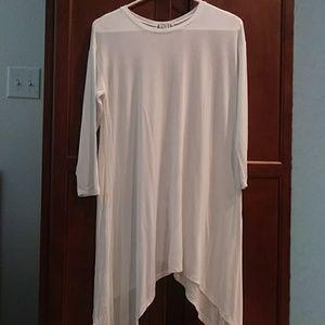 💠$8 or *2 for $12* White shark hem tunic